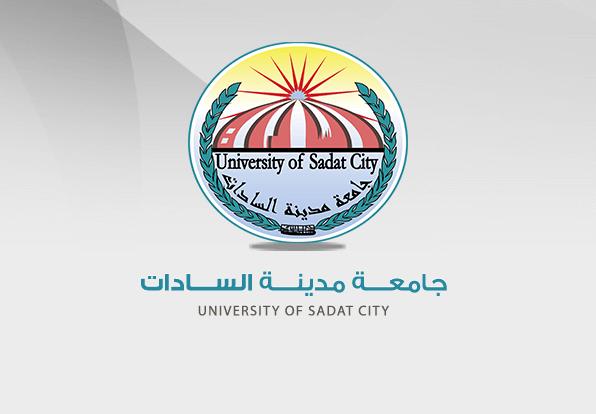 الأستاذ الدكتور عادل حجازي مدير المشروعات بالجامعة يهنئ الأستاذ الدكتور أحمد بيومي لإختيارة رئيساً لجامعة مدينة السادات