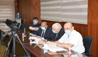 رئيس الجامعة يترأس مناقشة رسالة الدكتوراه للباحث على عبد المنعم عربجة بكلية الطب البيطرى