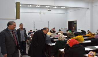 نائب رئيس الجامعة يتفقد بدء أعمال إمتحانات الفصل الدراسي الأول بكليتي الصيدلة والتجارة