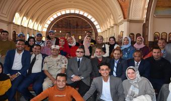 نائب رئيس الجامعة لشئون التعليم والطلاب يشارك طلاب كلية التجارة خلال زيارتهم للعاصمة الإدارية الجديدة