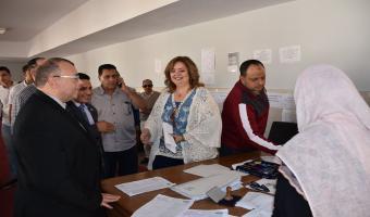 نائب رئيس الجامعة يتفقد سير العملية الانتخابية لإتحاد الطلاب بكليات الجامعة