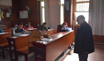 بالصور .. نائب رئيس الجامعة يتفقد إمتحانات نصف العام بعدد من كليات الجامعة