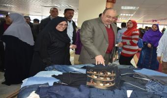 معرض خيري للملابس  بجامعة مدينة السادات