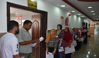 إستمرار توقيع الكشف الطبى على الطلاب الجدد بالجامعة