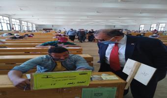 نائب رئيس الجامعة يواصل تفقده لإمتحانات الفرق النهائية بكلية التجارة والتربية