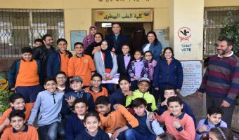 كلية الطب البيطري بالجامعة تستقبل طلاب مدرسة فاطمة الزهراء الرسمية للغات