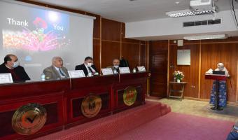 رئيس الجامعة  يناقش رسالة الماجستير الخاصة بالباحثه ط.ب/ نرمين عبدالعال حسن