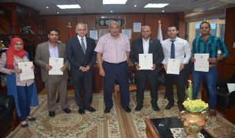 رئيس الجامعة يكرم الحاصلين على أحسن رسالة ماجستير ودكتوراه بجامعة مدينة السادات