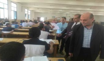 نائب رئيس الجامعة يتفقد لجان الإمتحانات بكلية التجارة