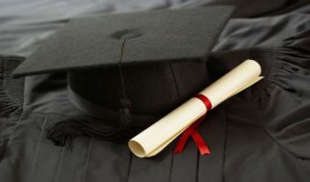 منح الباحث عبد الهادي مبارك العجمي درجة الماجستير فى الدراسات التجارية والإدارية بمعهد الدراسات والبحوث البيئية