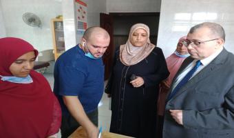 نائب رئيس الجامعة يتابع إجراء الكشف الطبي على الطلاب الجدد بالإدارة الطبية