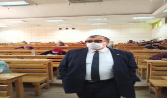 نائب رئيس الجامعة يواصل تفقده لإمتحانات الفرق النهائية بكليتي التجارة والتربية
