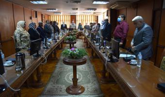 مجلس الجامعة يبدأ جلسته بالوقوف دقيقة حداد على روح الدكتور عادل توفيق