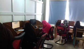إمتحان 25 طالب وطالبة من كلية التربية على برامج ictb